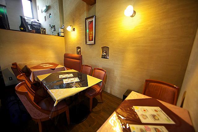 あおやぎ-テーブル席2.jpg