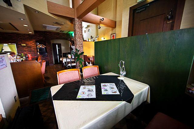 あおやぎ-入口側テーブル席2.jpg