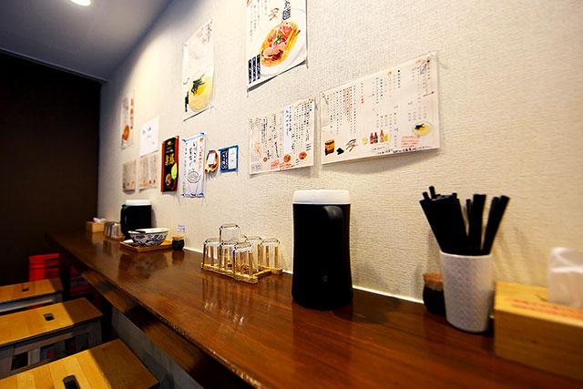 すずむし-カウンター壁側2.jpg
