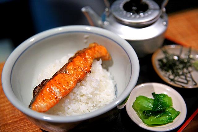 てんやわんや-炭焼き鮭茶漬け2.jpg