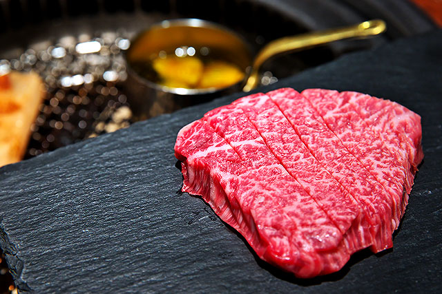 もっちゃん家_特選厚切り肉2.jpg
