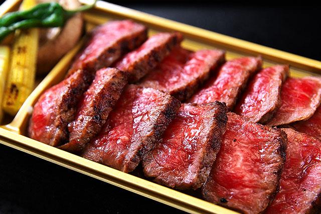 一牛-ステーキ弁当アップ2.jpg