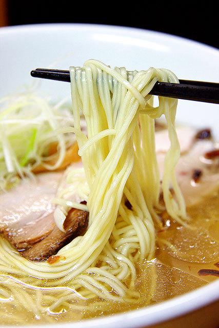 支那そば 讃岐ロック-塩味の支那そばの麺.jpg