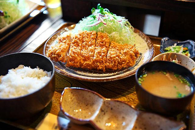 本気豚食-特選ロースカツ定食2.jpg