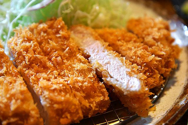 本気豚食-特選ロースカツ定食アップ2.jpg